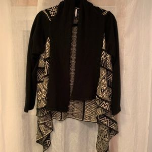 NWOT Chevron with Black Sleeves Sweater - Size L